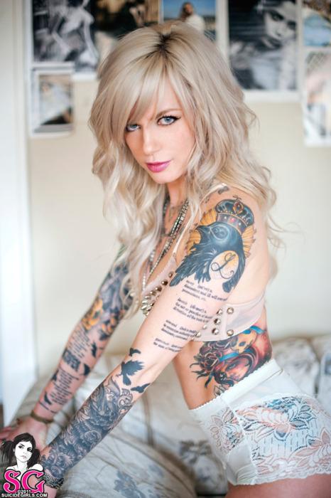 Blonde Suicide girl